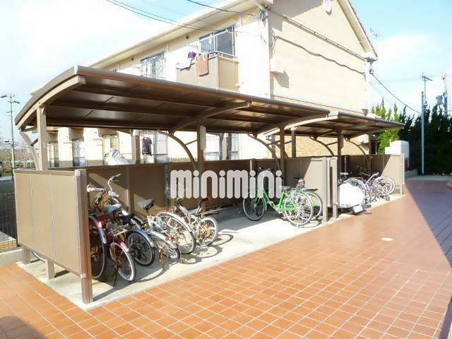バス・レイクヒルズ入口停(徒歩8分)