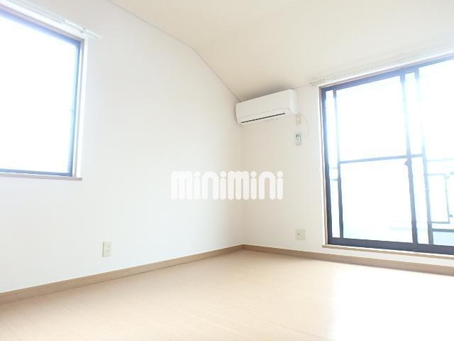 2面に窓のあるお部屋です。