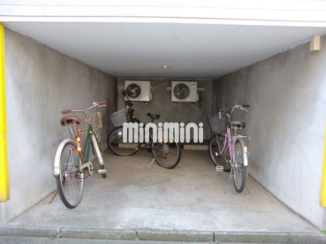 自転車を停めるスペースもございます