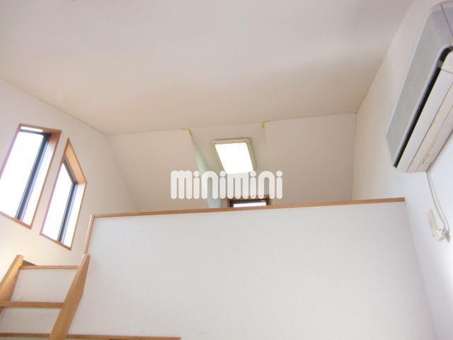天井高くて開放感がございます