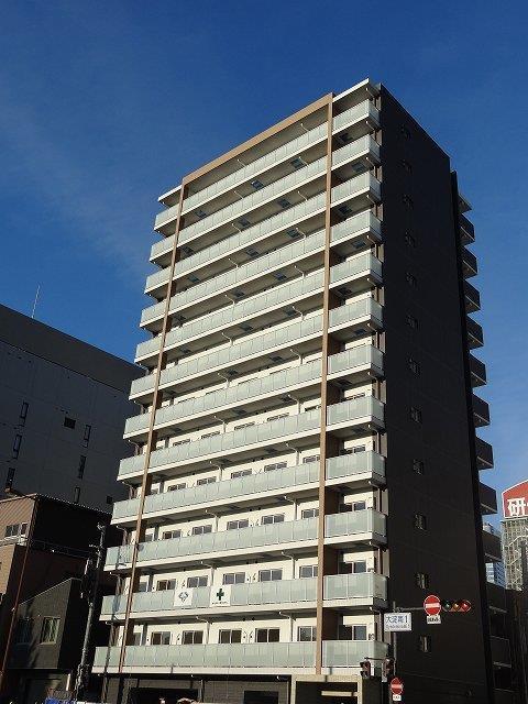 大阪環状線 大阪駅(徒歩15分)、四つ橋線 西梅田駅(徒歩15分)