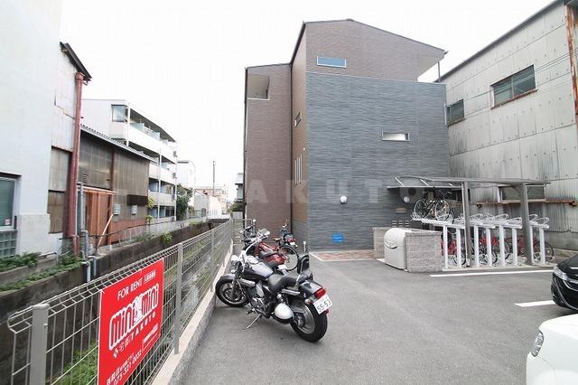 京都市東西線 二条駅(徒歩7分)、山陰本線 二条駅(徒歩7分)