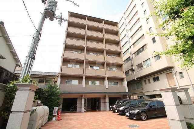 山陰本線 二条駅(徒歩10分)、京都市東西線 二条駅(徒歩10分)