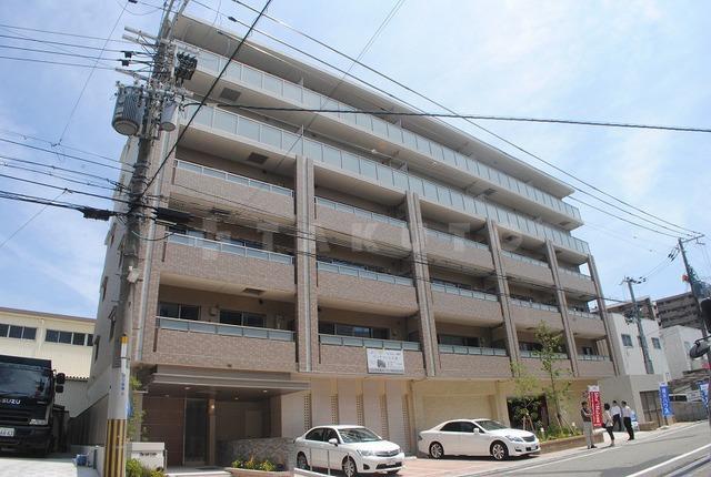 御堂筋線 江坂駅(徒歩12分)、北大阪急行南北線 江坂駅(徒歩12分)