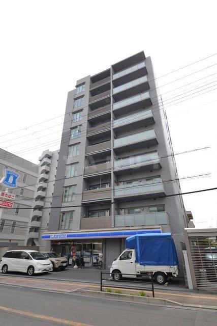 御堂筋線 江坂駅(徒歩8分)、北大阪急行南北線 江坂駅(徒歩8分)