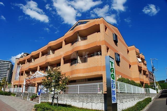 阪急電鉄千里線 北千里駅(バス21分 ・間谷住宅1停、 徒歩10分)