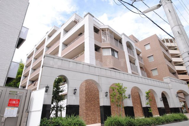 大阪高速鉄道 千里中央駅(徒歩11分)、北大阪急行南北線 千里中央駅(徒歩13分)