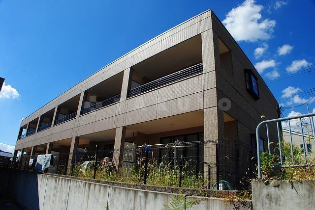 阪急電鉄千里線 北千里駅(バス21分 ・間谷住宅1停、 徒歩16分)