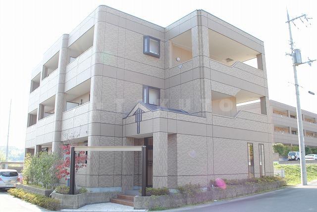 阪急電鉄千里線 北千里駅(バス20分 ・間谷住宅入口停、 徒歩9分)