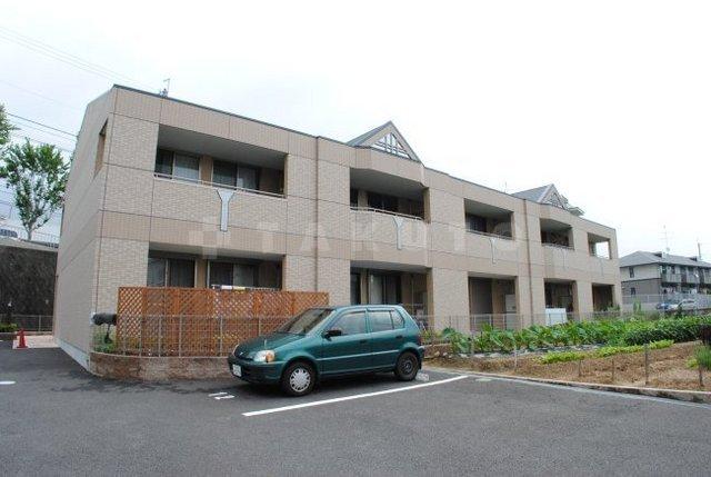 北大阪急行南北線 千里中央駅(バス14分 ・青松園前停、 徒歩2分)