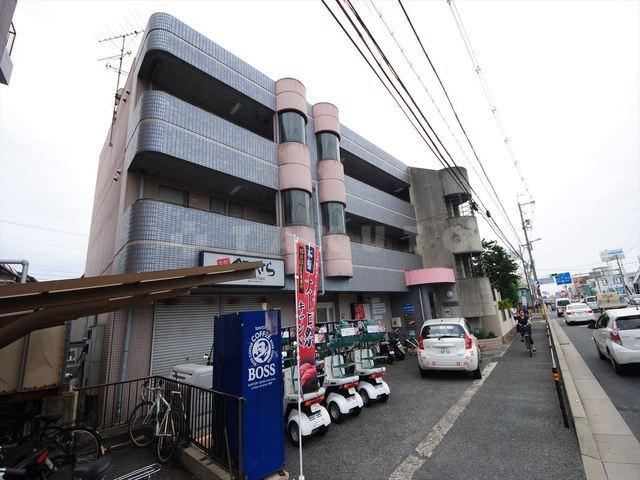 阪急電鉄箕面線 箕面駅(バス8分 ・箕面高校前停、 徒歩5分)