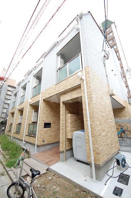 御堂筋線 江坂駅(徒歩6分)、北大阪急行南北線 江坂駅(徒歩6分)