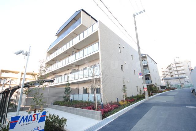大阪高速鉄道 千里中央駅(徒歩20分)