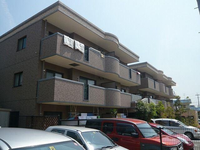 西鉄天神大牟田線 西鉄福岡(天神)駅(バス27分 ・皿山四丁目停、 徒歩27分)